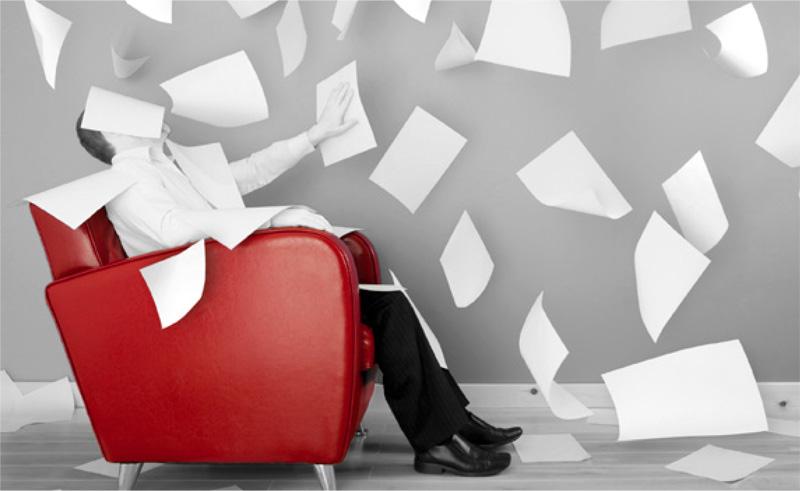 Sessel und Papiere